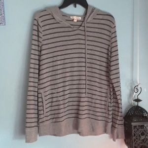 Sweaters - Size XL. Gray and black sweater.